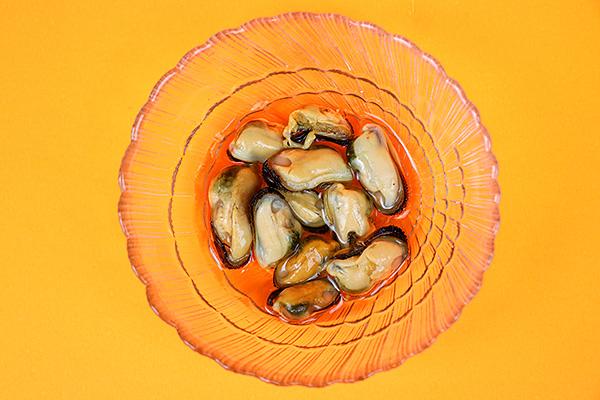 Ніжний овочевий салат із мідіями